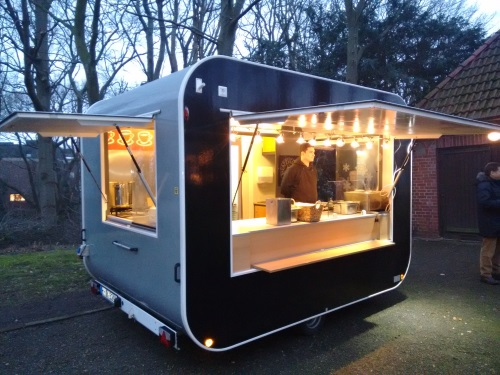 hotdogmobil mieten sie unseren mobilen bratwurstwagen. Black Bedroom Furniture Sets. Home Design Ideas